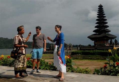 contoh percakapan turis  pemandu wisata english