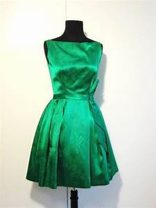 How to Wear a Green Cocktail Dress