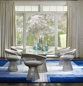 tapis salle a manger 50 idees pour choisir la forme With tapis persan avec canapé en bois flotté