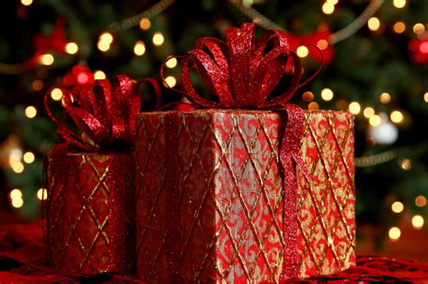 matching gift wrapped presents pictures