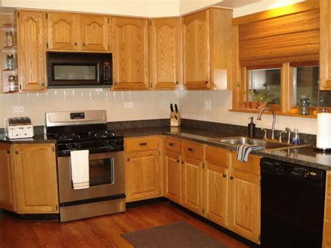 colours that go with oak kitchen cabinets bloombety kitchen color ideas with oak cabinets 9816