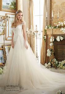 10 wedding dress shopping tips every bride should know With wedding dress shopping tips