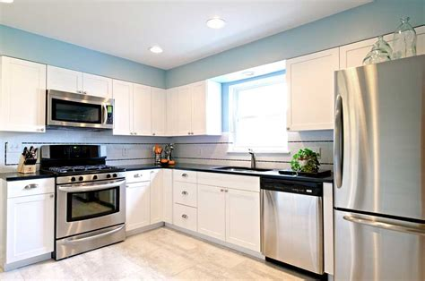 cabinet colors with stainless steel appliances white kitchen cabinets with stainless steel appliances