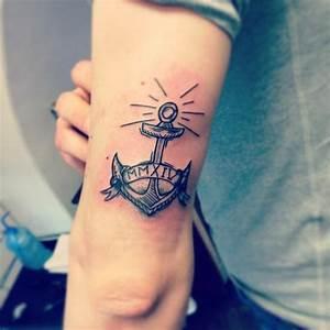 Kleine Männer Tattoos : tattoo am oberarm 50 ideen f r m nner und frauen ~ Frokenaadalensverden.com Haus und Dekorationen