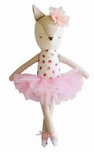 alimrose france poupees et doudous bebe poupees lapins With chambre bébé design avec doudou corolle fleur de coton