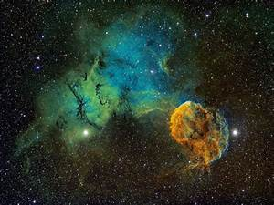 Best New Space Pictures: Jellyfish Wave, Moons Dance, and ...