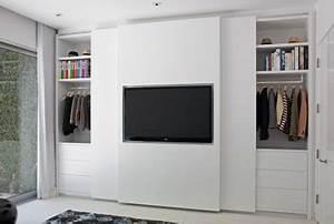 Schlafzimmerschrank Mit Tv : die schiebet r dieser eleganten schlafzimmerschrank verarbeitet den fernseher wohnideen ~ Markanthonyermac.com Haus und Dekorationen