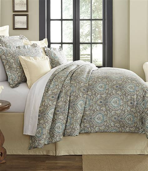 Noble Excellence Bedding by Villa By Noble Excellence Cara Medallion Comforter Mini