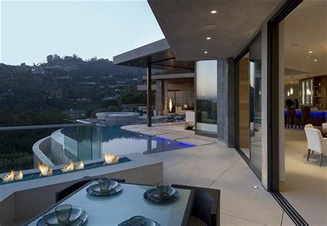 million modern bachelor pad overlooking los angeles