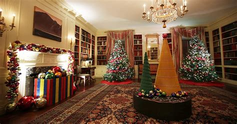 christmas carol time see the white house s 2016 christmas decorations us weekly