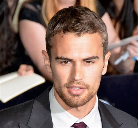 Celebrity Hairstyles: Theo James Neat Hairstyle For Thin