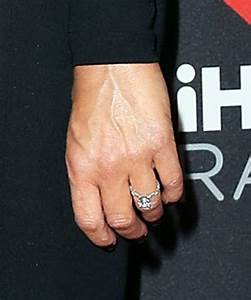 idina menzel debuts engagement ring at iheartradio music With idina menzel wedding ring