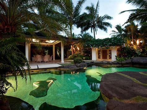 10 Celebrities Living The Hawaii Life