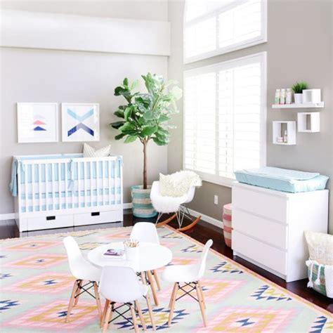 chaise eames bascule chambre bébé fille