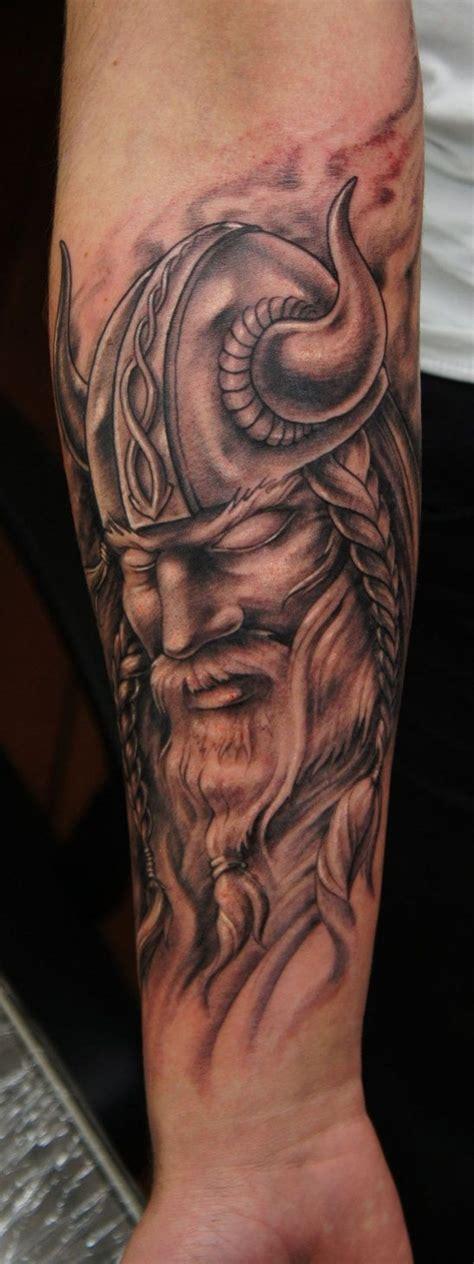 tatouage viking avant bras modeles  exemples