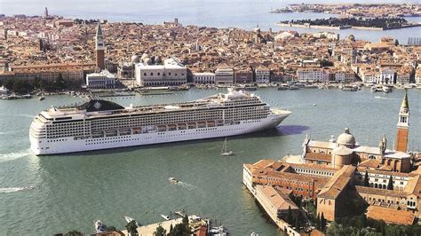 In Venice Huge Cruise Ships Bring Tourists And Complaints / Ideastream - Northeast Ohio Public ...