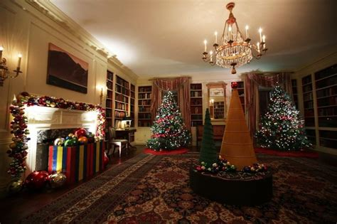 A Look At Obamas' Last Christmas At The White House