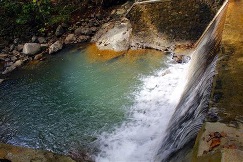 keindahan sungai  desa kebonharjo samigaluh kulon