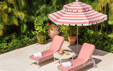 Pool Lounge Chairs To Turn Your Backyard Into a Retreat