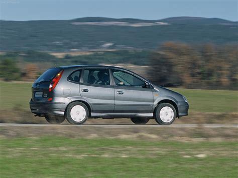 Nissan Almera Tino (2005) - picture 6 of 14