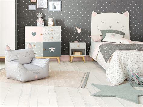 place du lit dans une chambre la déco dans une chambre d 39 enfant joli place