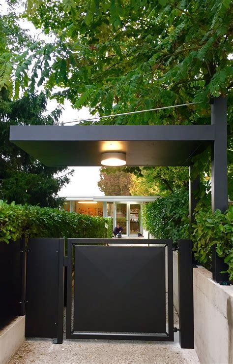 tettoia moderna cancello in stile moderno pedonale automatizzato con