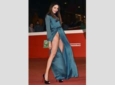 Actress repeatedly flashes nude knickers in ridiculous