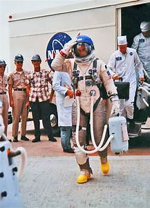 141 Best Awesome Space Suits Images On Pinterest