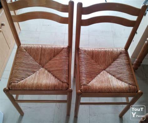 table cuisine carrel馥 table cuisine carrelée style rustique et chaises en bois rustique en paille saintes 17100