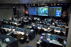 NASA selects five new flight directors for Mission Control ...