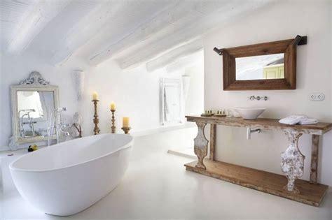 salle de bain sous les toits am 233 nagement salle de bains sous les toits par planetebain