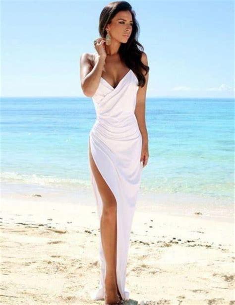 dreamy beach wedding gowns     feel