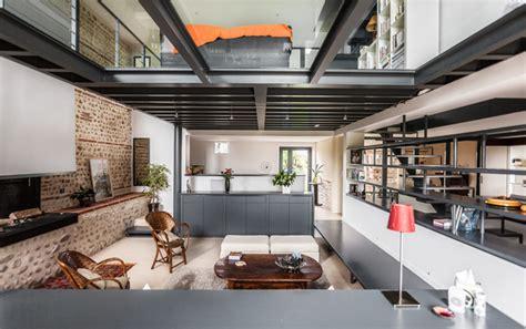 maison renovee avec  plancher en verre