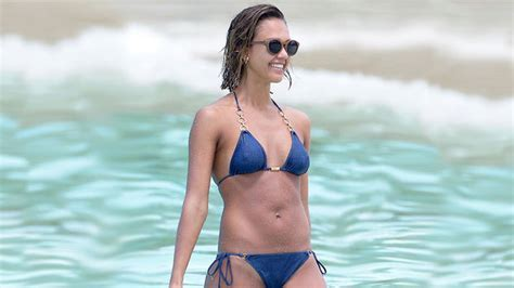 Watch: How to Get Fit Abs with Jessica Alba's Workout