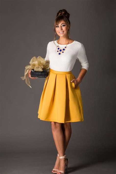 Best 25+ Mustard skirt ideas on Pinterest   Midi skirts Midi skirt outfit and Midi skirt