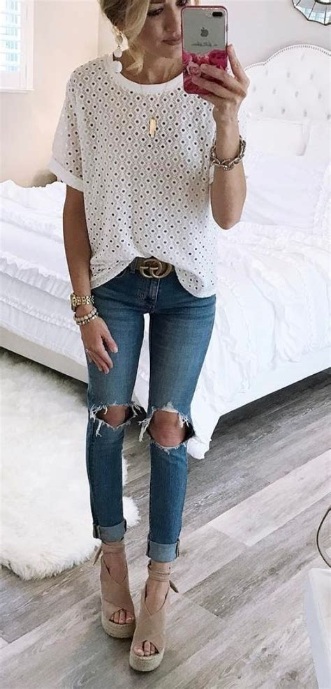 25+ best ideas about Ripped jeans on Pinterest | Ripped jeans outfit Distressing jeans and ...