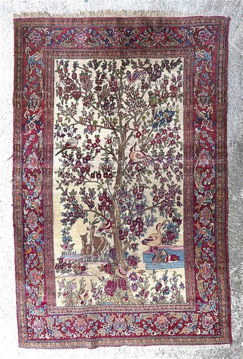 tapis de fleur de lotus tapis ispahan ancien 224 d 233 cor central d un arbre fleuri avec