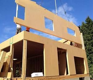 Panneau En Bois : construction d 39 une maison en panneaux bois massif en vid o ~ Teatrodelosmanantiales.com Idées de Décoration