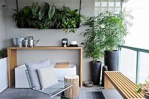 kleinen balkon gestalten 7 ideen tipps fur die dekoration With balkon teppich mit tapeten maler einkauf