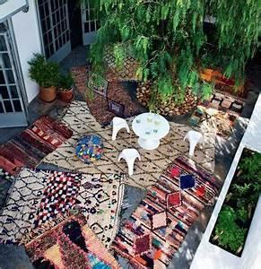 les 25 meilleures idees de la categorie tapis marocains With tapis kilim avec petit canapé de jardin