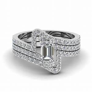 Crossover emerald cut diamond trio wedding ring set in 950 for Emerald and diamond wedding ring