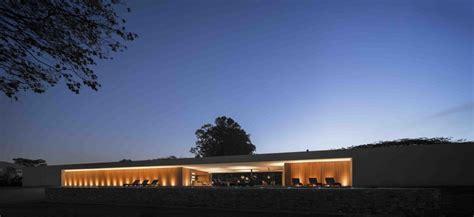 Marcio Kogan?s Casa Lee Concrete House  exterior at dusk