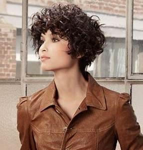 Cheveux Court Bouclé Femme : coiffure cheveux boucl s court pour le visage rond coupe cheveux 2019 ~ Louise-bijoux.com Idées de Décoration