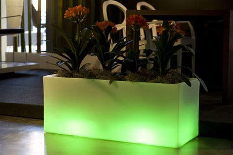 outdoor garden pots  built  lighting llum