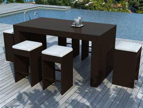ensemble table bar  tabourets resine tressee noire  places