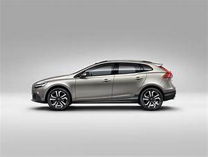 V40 Cross Country Oversta Edition : 2019 volvo v40 will spawn new ev with two battery options autoevolution ~ Gottalentnigeria.com Avis de Voitures