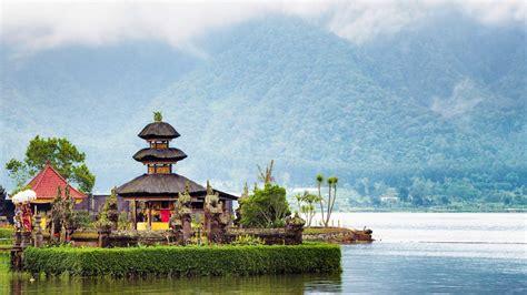 indonesia holidays book     indonesia