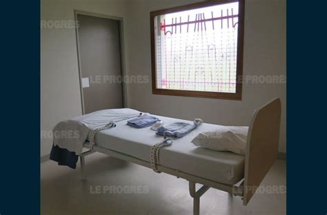 chambre isolement psychiatrie santé la contention ce n est pas pour le plaisir