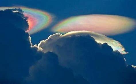 penampakan awan misterius  api  langit