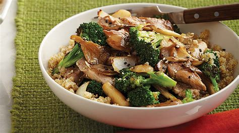 cuisiner ail sauté de porc au brocoli et aux chignons iga recettes simple rapide economique